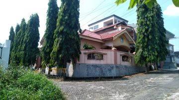 Rumah mewah di Manyaran Semarang