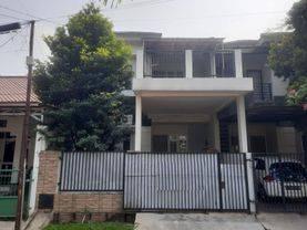 Rumah dijual dengan kondisi layak pakai dan bisa langsung  ditempatkan di Serpong Utara, Tangerang Selatan - Yitro