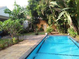Rumah kemang backyard pool luas