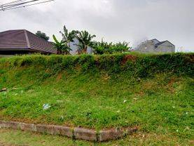 Tanah Main Road di Setiabudi Regency Bandung