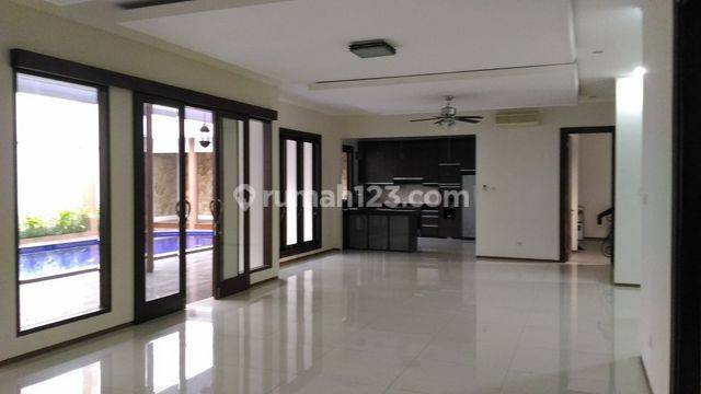 Modern, beautiful, and comfort house at Kemang, South Jakarta, is available now