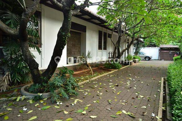 HOUSE AT CIPETE RUMAH CANTIK 4KT 3KM NICE MEWAH BAGUS MURAH GOOD CONDITION (VERY CHEAP) SEMI FURNISHED