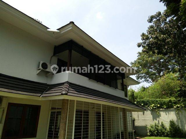 HOUSE SIMPRUG - SEMI FURNISH - 4BR - LT/LB 676/400