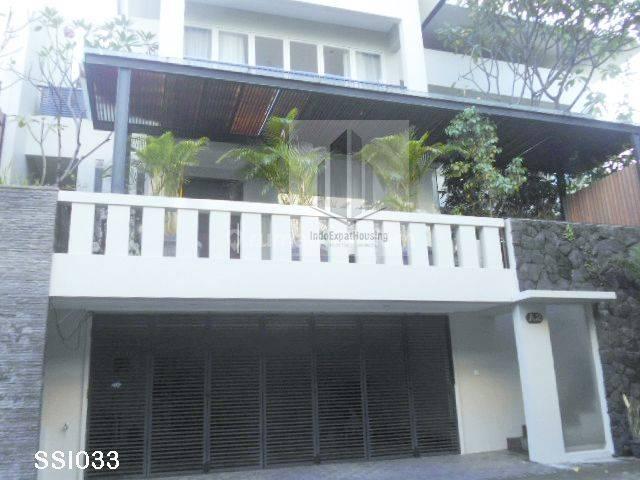 Dikontrakan Town House di area SCBD Kebayoran Baru SSI033