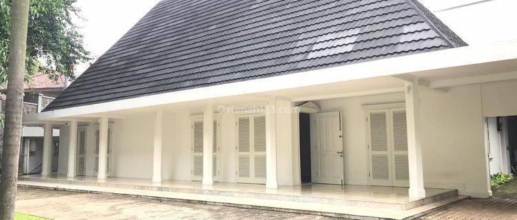 Spacious 5 bedroom classical house in Kebayoran Baru South Jakarta near MRT Station and Busway Halt