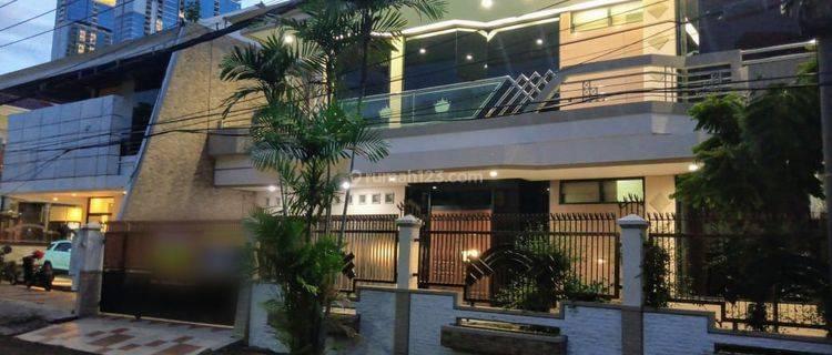 Rumah di Wisma Permai Barat, Bagus + Terawat, Row Jalan depan Lebar, Siap Huni, 100 meter dari MERR, Bisa untuk Rumah Tinggal/Kantor - PP -