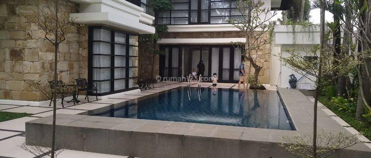 Rumah mewah Lengkap dengan perabot plus kolam renang pribadi di Perumahan Araya Malang luas 900m2 View lapangan Golf Araya Malang
