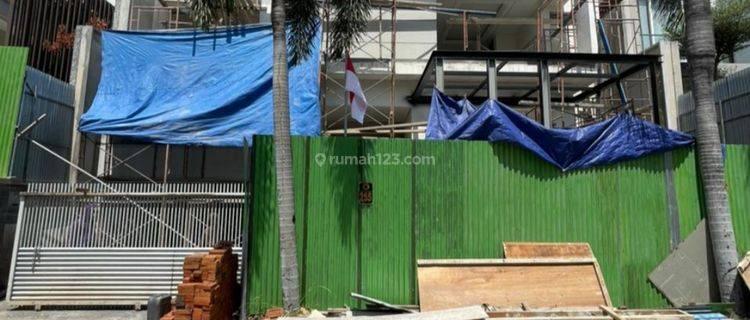 Rumah Baru Graha Family Minimalis Tropical