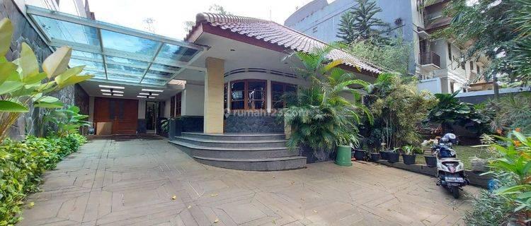 Rumah Asri Terawat di Pusat Kota Bandung Utara Area Dago