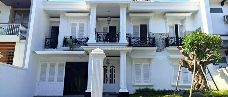 Rumah Design American House di Villa Bukit Indah, Surabaya