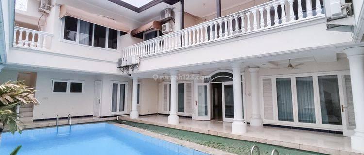 Modern stand-alone house in Kebayoran Baru - 850sqm, private pool, strategic location, ready to move in