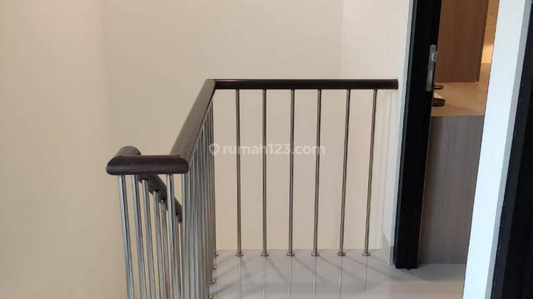 Rumah 2 Lantai di Cibubur Hanya 2 Menit ke Gerbang Tol Jatikarya 9