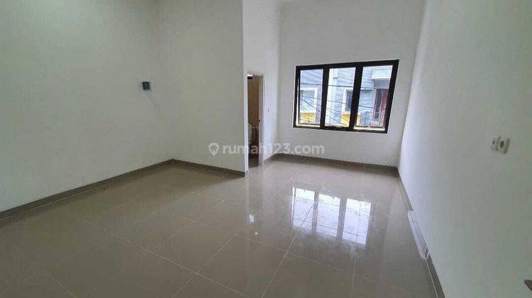 IP2268a: Rumah Baru Tomang Lokasi Bagus Dalam Komplek