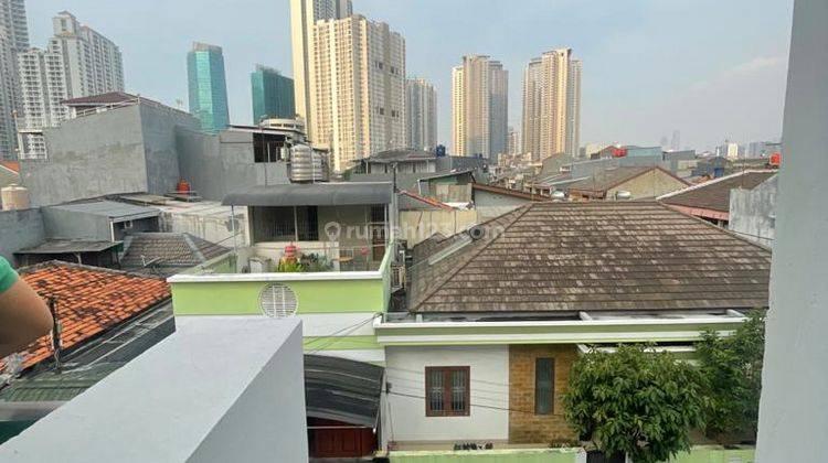 CHANDRA*rumah baru 3 lantai akses lega jalan lebar tanjung duren 2