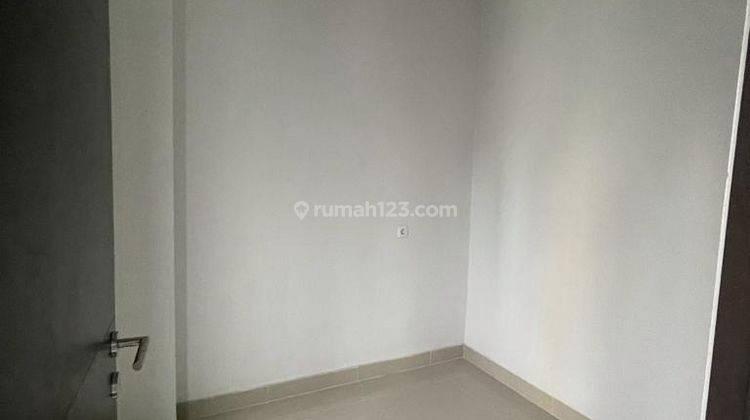CHANDRA*rumah baru 3 lantai akses lega jalan lebar tanjung duren 3