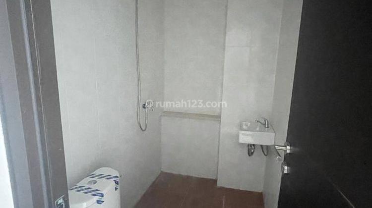 CHANDRA*rumah baru 3 lantai akses lega jalan lebar tanjung duren 4