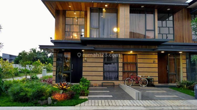 Rumah Mewah Hadap Taman Dekat Serpong 2