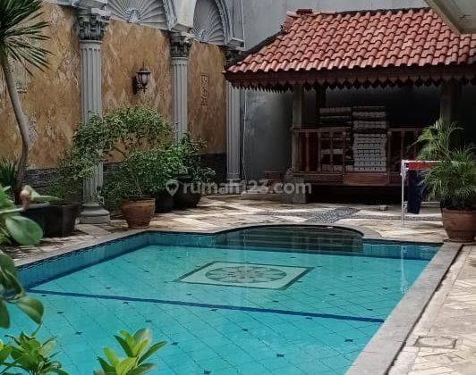 Rumah mewah ada kolam renang di perumahan permata buana puri indah  jakarta barat