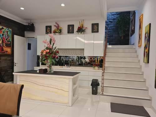 Beautiful and Modern House In Radio Dalam Kebayoran Baru 3