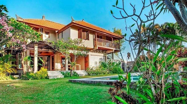 Villa Tropis View Sawah di Subak Sari Canggu