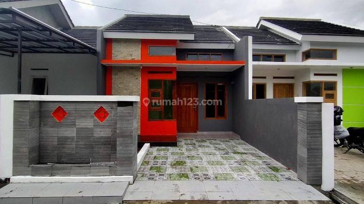 Rumah Mewah Dengan Spesifikasi Semi Upgrade