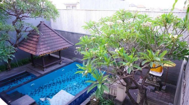Cepat,BUC. Villa Cantik Terawat 2Lt, Siap Huni. Lokasi Depan Jalan Raya Utama 2