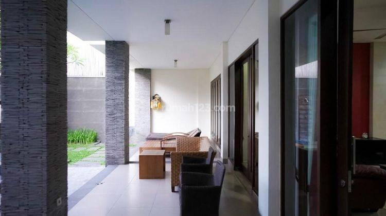 Cepat,BUC. Villa Cantik Terawat 2Lt, Siap Huni. Lokasi Depan Jalan Raya Utama 8