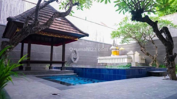 Cepat,BUC. Villa Cantik Terawat 2Lt, Siap Huni. Lokasi Depan Jalan Raya Utama 16