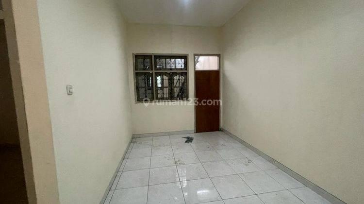 CHANDRA*rumah full renov 2 lantai lokasi bagus di jalan besar jelambar 5