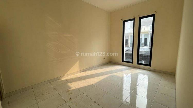 CHANDRA*rumah full renov 2 lantai lokasi bagus di jalan besar jelambar 8