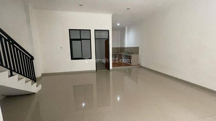 CHANDRA*rumah full renov 2 lantai lokasi bagus di jalan besar jelambar 14